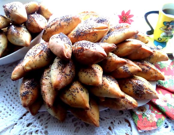 Мини-пирожки с капустой, сельдереем, шпинатом и сыром