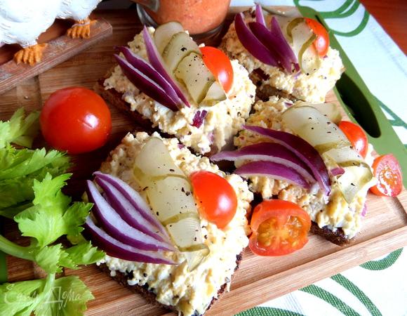 Бутерброды открытые с сырно-яичной начинкой