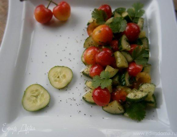 Салат из черешни и огурца