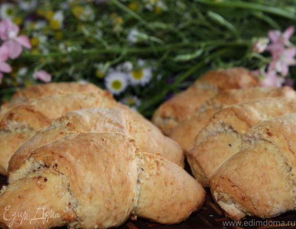 Ореховые рогалики из картофельного теста