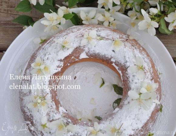 Творожный кекс с вяленой вишней, клюквой и изюмом