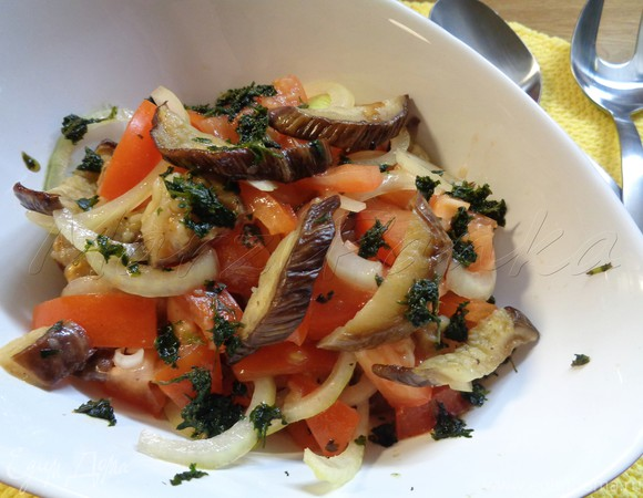Салат осенний из баклажанов гриль в бальзамическом соусе