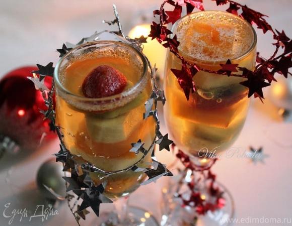 Фруктово-ягодный десерт с шампанским