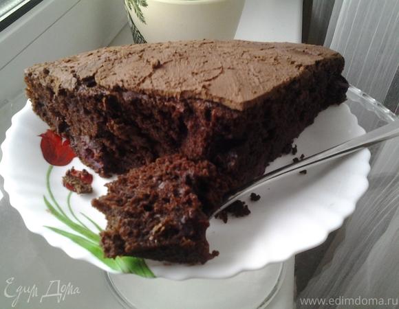 Заварной шоколадный пирог с вишней