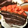 Мегашоколадный торт с ягодной начинкой и шоколадной глазурью