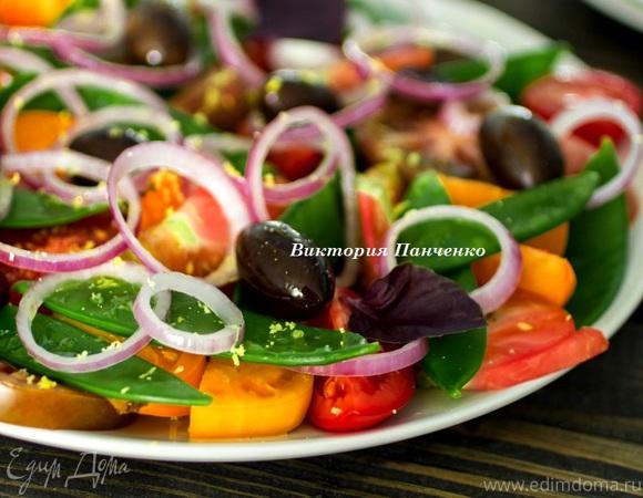 Салат из разноцветных томатов
