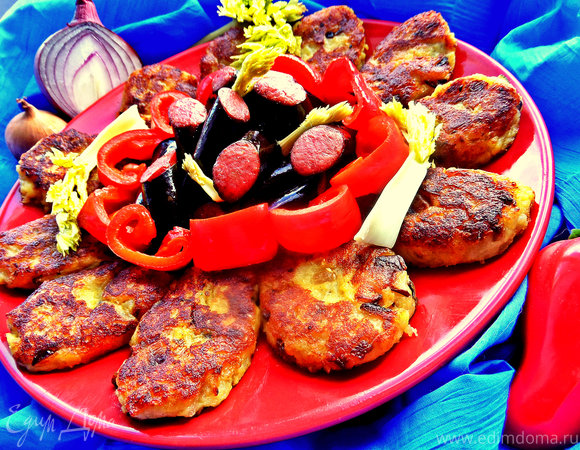 Картофельные оладьи с колбасками