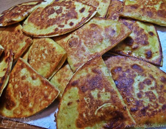 Пироги из тортильи с картошкой и беконом