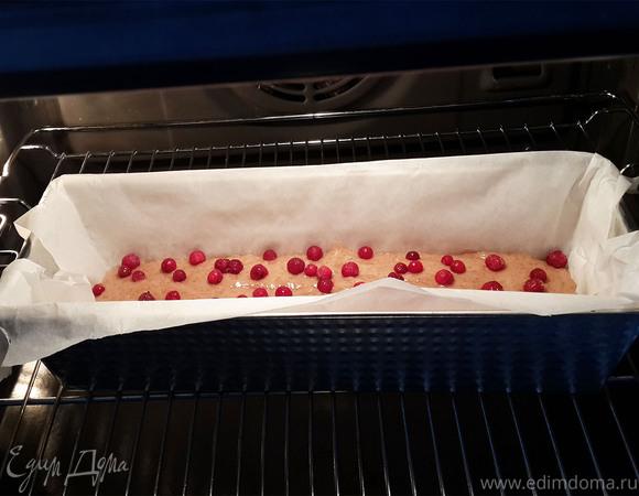 Постный кекс с миндалем и брусникой