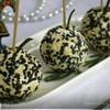 Шарики из феты с чесноком в кунжуте