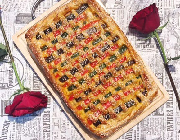 Плетеный пирог с пекинской капустой