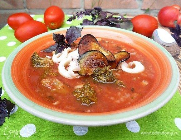 Томатный суп с брокколи и кальмарами