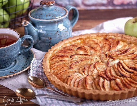 Тарт с карамелизованными яблоками