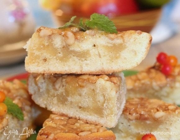 Пирог с ореховой карамелью