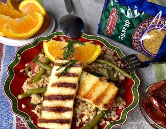 Пряный булгур с овощами и сыром халуми