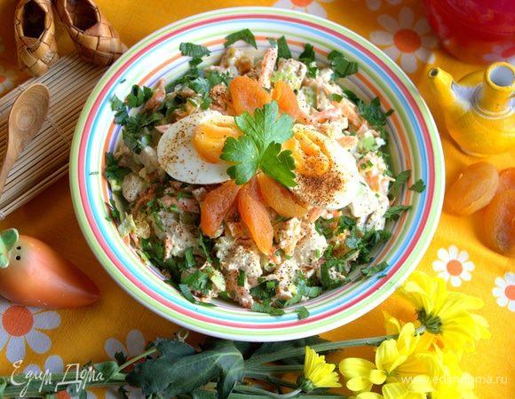 Салат из курицы с морковью и курагой