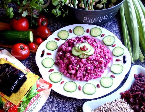 Свекольный салат с селедкой и творогом