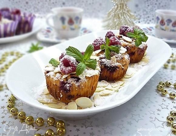 Творожные маффины с марципаном и малиной