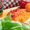 Салат с кукурузой и креветками под заправкой «Цезарь»