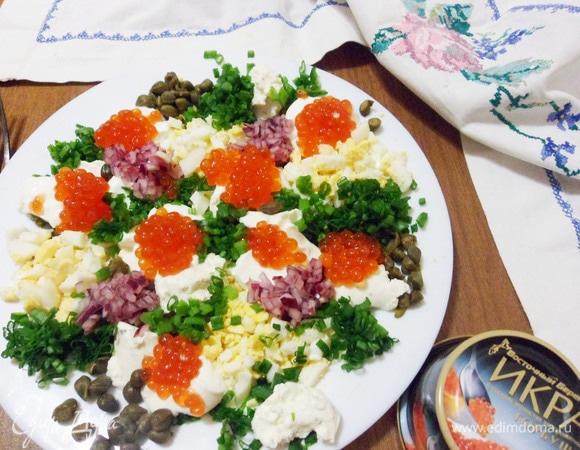 Сырные блинчики с зеленью и красной икрой