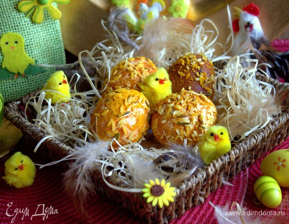 Яйца на Пасху в куркуме и рисе