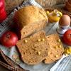 Хлеб на томатной пасте с сушеным луком