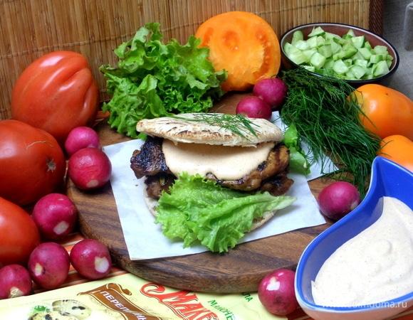 Пита с курицей гриль под майонезным соусом
