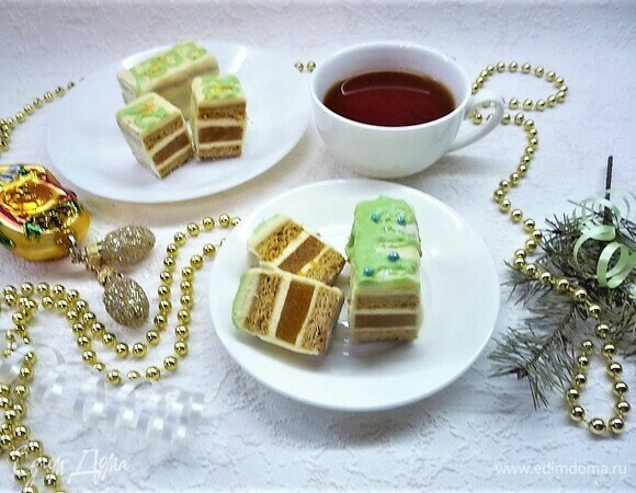 Нарезное пирожное «Медовик-абрикос»