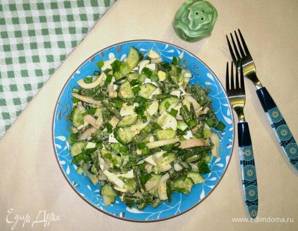 Салат с огурцами, стручковой фасолью и кальмарами
