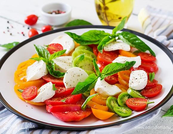 Лето красное: 7 вкусных салатов из помидоров