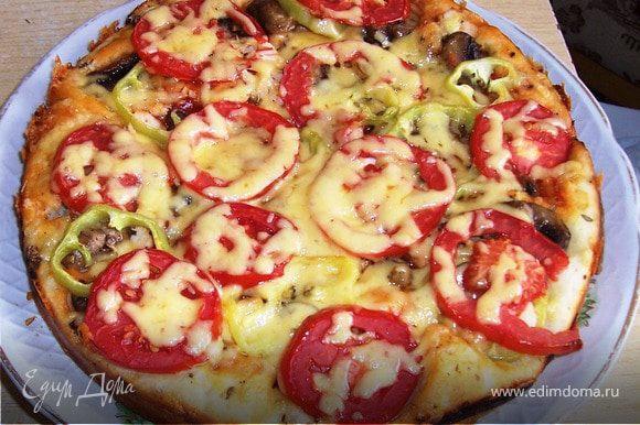 Духовка 200*С выпекаем 15 минут. За несколько минут до готовности пиццы посыпаем ее сыром.