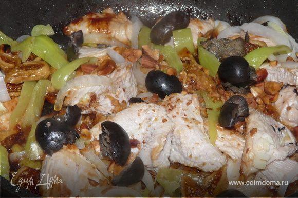 Затем влить сок лимона. Накрыть крышкой и тушить до готовности мяса.Если нужно, подлить немного воды в процессе. Подавать с рисом и овощами-гриль, например.