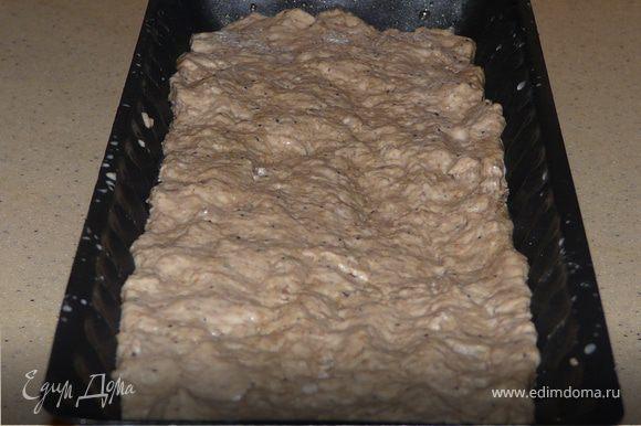 Дрожжи развести в 100мл теплой воды (не очень теплой), мелассу, мед тоже в 100мл. Добавить в просеяную муку, вымешать. Нужно, чтобы получилось липкое и влажное тесто, поэтому придется долить еще 100-200мл воды. Соль добавить в процессе (если сразу, тесто не вырастет).