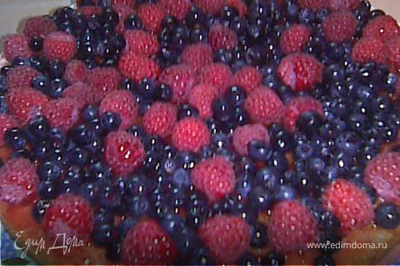засыпаем ягодами