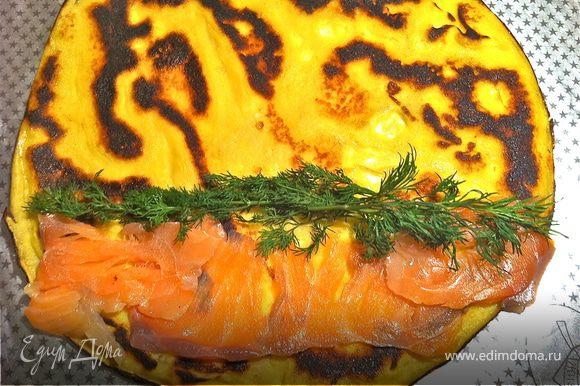 далее с красной рыбой: слабосоленая семга и зелень