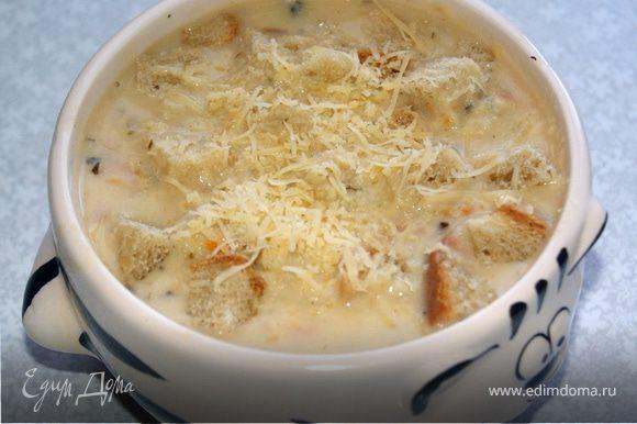 Вливаем в суп сливки, все перемешиваем, добавляем горчицу. Варим суп до кремообразного состояния, картошка должна развариться, но не полностью, кубики должны уменьшиться в полтора два раза, не забываем постоянно помешивать, чтобы ничего не пригорело. Когда суп готов снимаем его с огня и даем настояться минут 15. Подаем в горячем виде с гренками, можно добавить тертый сыр. Приятного аппетита!!!!!!!