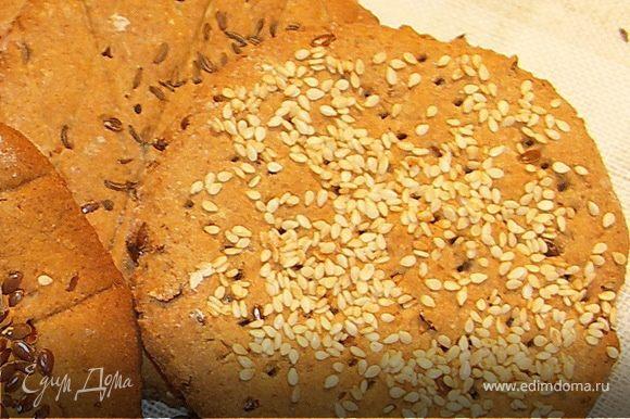 Идеально сочетаются по вкусу с салатом хлебцы ржаные(http://www.edimdoma.ru/recipes/19917)