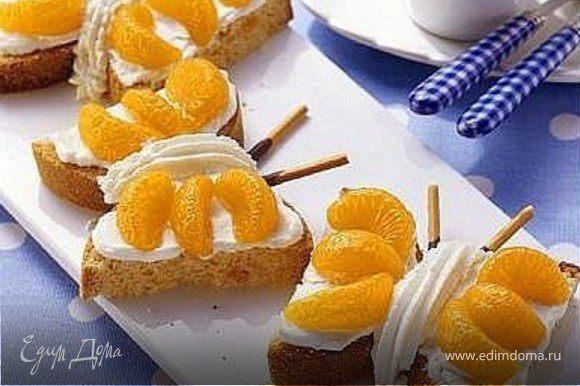 тосты, мандарины, взбитые сливки