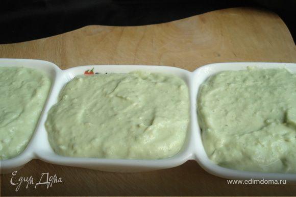 Массу аккуратно разложить по формочкам(можно просто выложить в любую подходящую посуду) Поставить в холодильник минимум на 3 часа.
