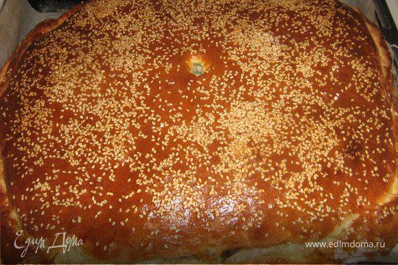 Готовый пирог накрыть полотенцем и дать постоять 10-15 минут.Приятного аппетита!