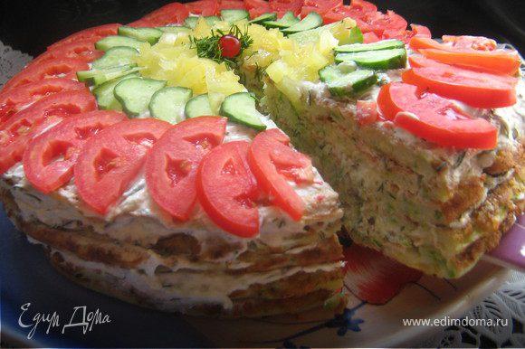 верх тортика украсить помидорами,огурцами,перчиком болгарским(как фантазия подскажет),зеленью,поставить в холодильник часа на три,что бы пропитался.Подавать порезав на порционные куски.Приятного аппетита!
