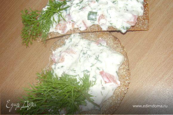 Использровала ржаные хлебцы,получились неплохие и вкусные канапе.