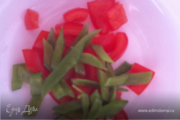 соедините помидор и горошек