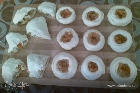 пусть улитки постаят минут 10,потом смазать яйцом и печь минут 15_20 при температуре 180 градуса.
