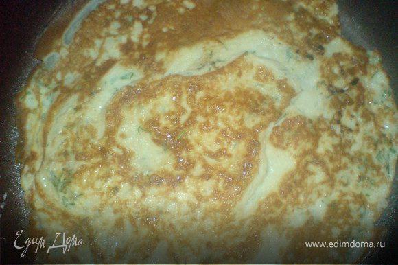 сделать 2 омлета яиц,сметаны и укропа /соответственно на 1 омлет-ложка сметаны,яйцо и укроп/, жарить на оливковом масле