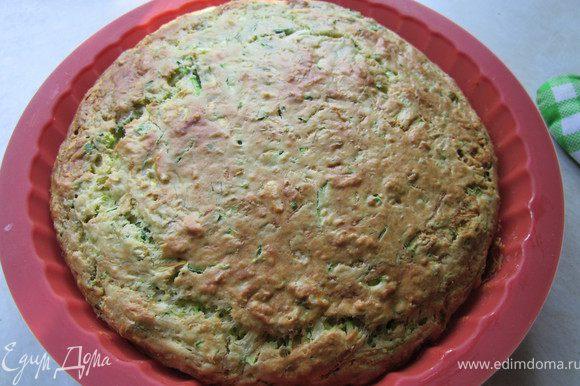 Нам понравился пирог больше, когда он остыл т.к. из за начинки он в горячем виде довольно влажный. Было вкусно с молоком! Мне показалось хороший вариант для завтрака. Приятного аппетита!