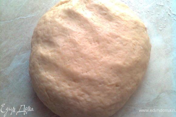 сначало готовим тесто и кладём в сторонку,минут на 30 (пока,готовим начинку)