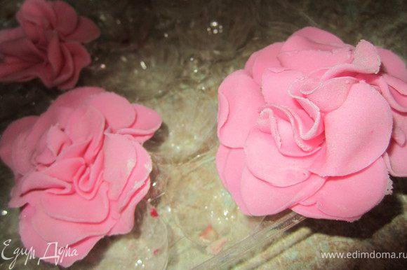 Оставить цветы подсохнуть.