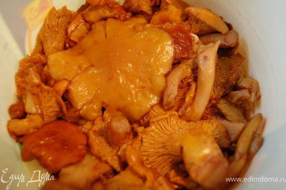 Наши грибы готовы уже через 25-30 дней. Хранить их следует в холодильнике. Я свои уже убрала в холодильник и одну попробовала - оч вкусно! Отличная будет закусочка! Всем приятного аппетита!