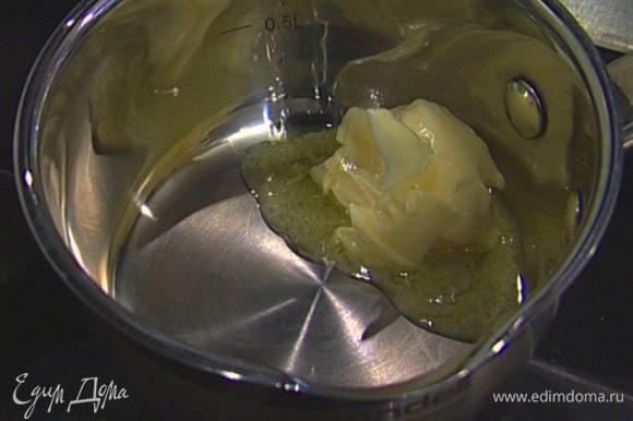 Растопить 30 г сливочного масла, добавить в тесто, все вымешать.